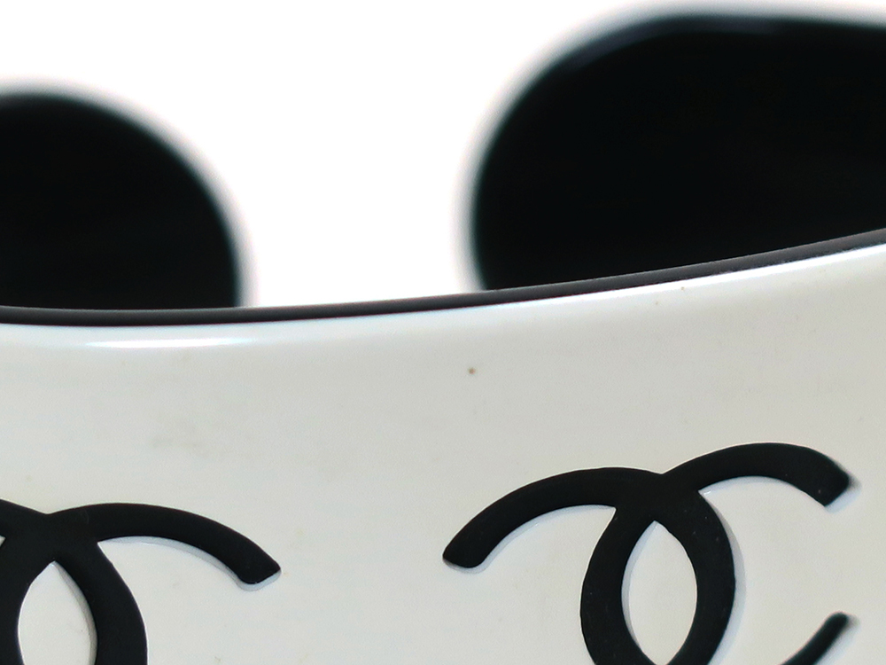 シャネル ホワイト×ブラック プラスチック ココマーク バングル ダメージ02