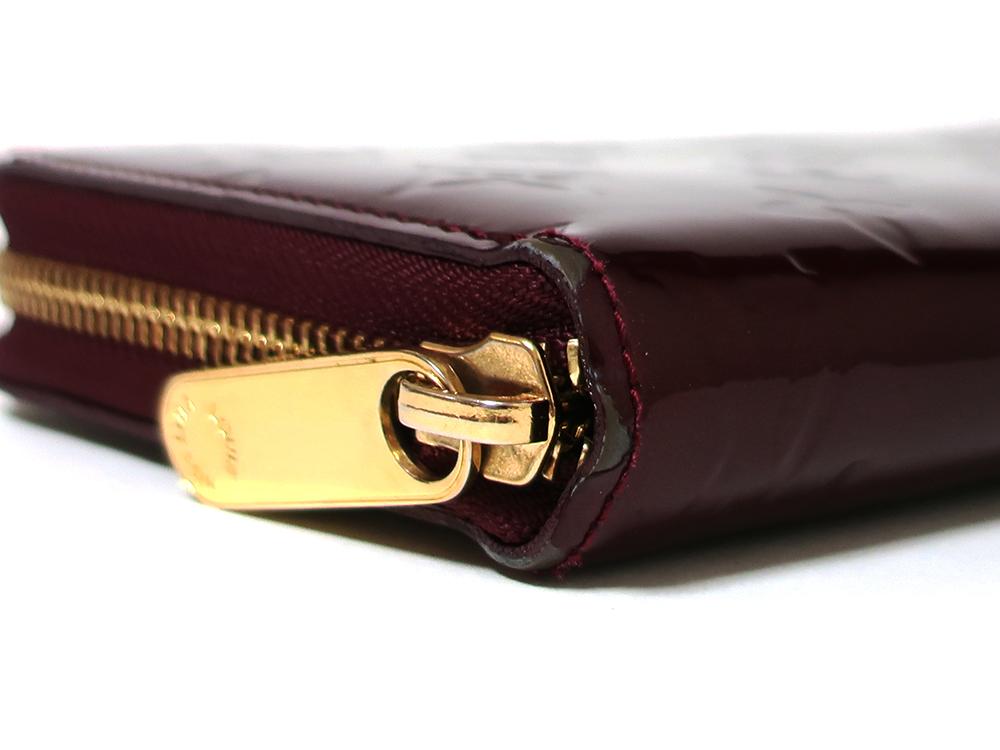 ルイヴィトン モノグラム・ヴェルニ ジッピー・ウォレット 長財布 M93575 外側ダメージ01