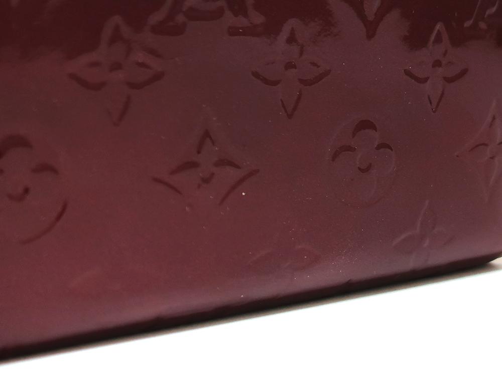 ルイヴィトン モノグラム・ヴェルニ ジッピー・ウォレット 長財布 M93575 外側ダメージ03
