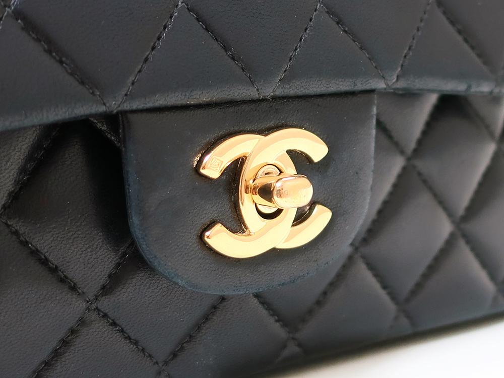 シャネル マトラッセ チェーンショルダーバッグ ブラック A01112 ロゴ